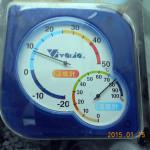 本堂前に設置した温室計