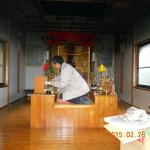 護摩堂内の清掃