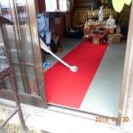 地蔵堂の清掃の様子