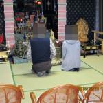 三々五々で来寺される信者・門徒の方