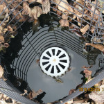 涅槃池の排水口