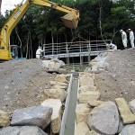 大池横に橋設置