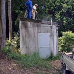 地震計小屋の清掃