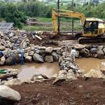 大池の石組み作業