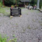 草取り前の護摩壇