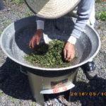 釜炒り茶づくりの様子