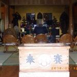 来寺されている様子(本堂)
