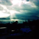 雲間から射し込む陽光